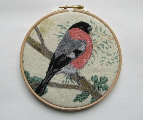 Sam, bullfinch, heart brooch 043